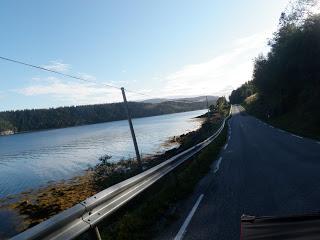 längs vägen, cykla med hund, långtur